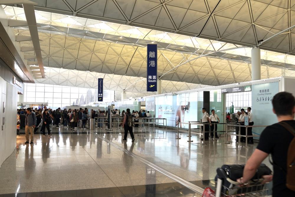 香港国際空港ザ・ウィングファーストクラスラウンジへは南側から出国