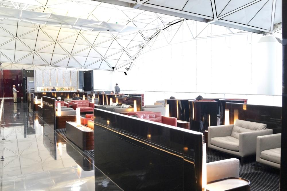 香港国際空港キャセイパシフィック航空ザ・ウィングファーストクラスラウンジのシーティングエリア