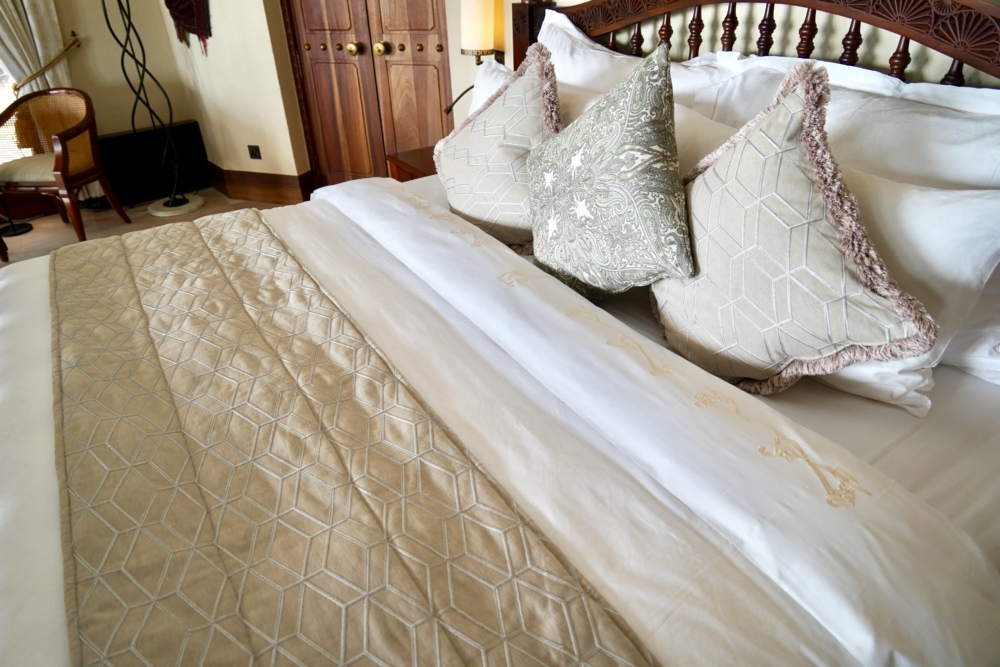 Al Maha a Luxury Collection Desert Resort & Spaベドウィンスイートのベッド