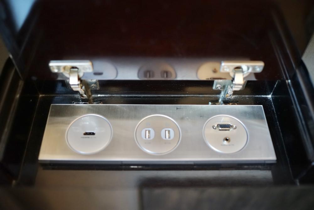 香港スカイシティ・マリオット・ホテルのスイートルーム/電源