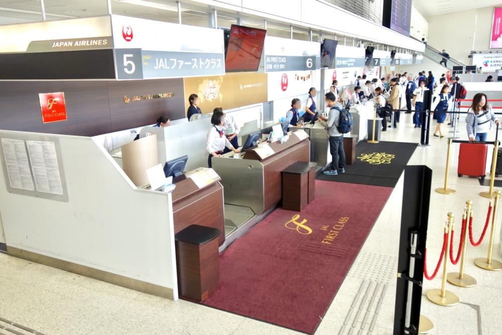 伊丹空港JALファーストクラスチェックインカウンター
