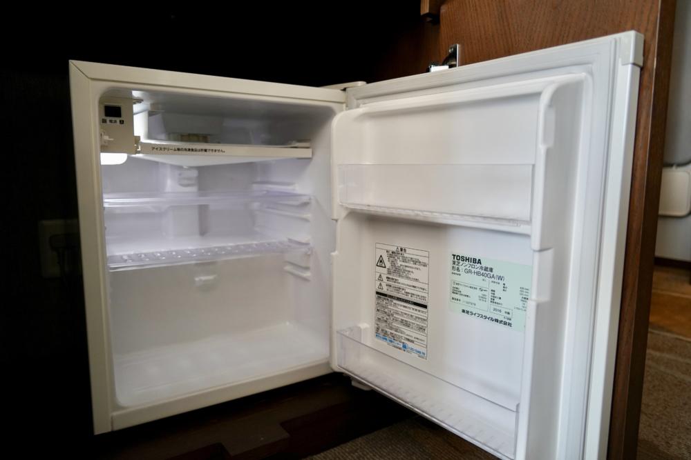 シェラトン・グランデ・トーキョーベイ・ホテル/パークウィング客室のバスルーム・ミニバー・冷蔵庫