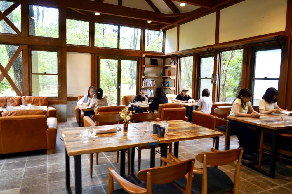 宮崎カフェ「Blue Owl & Vent」カフェスペースの全景