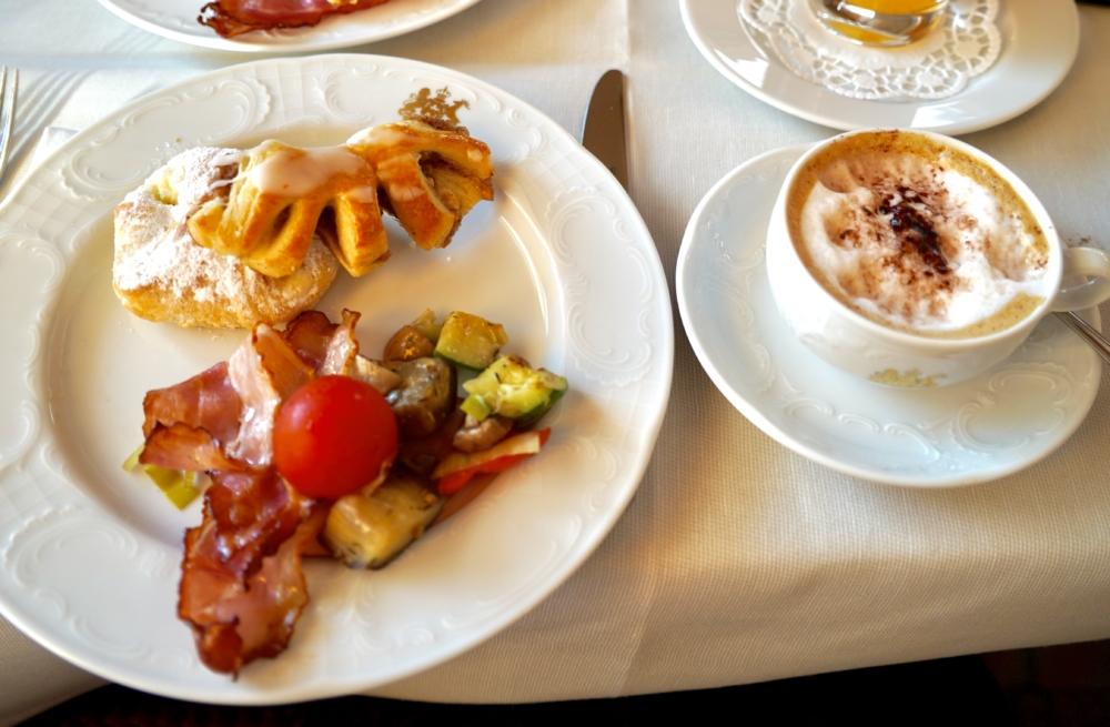 ホテルインペリアルウィーン・カフェインペリアルの朝食全景