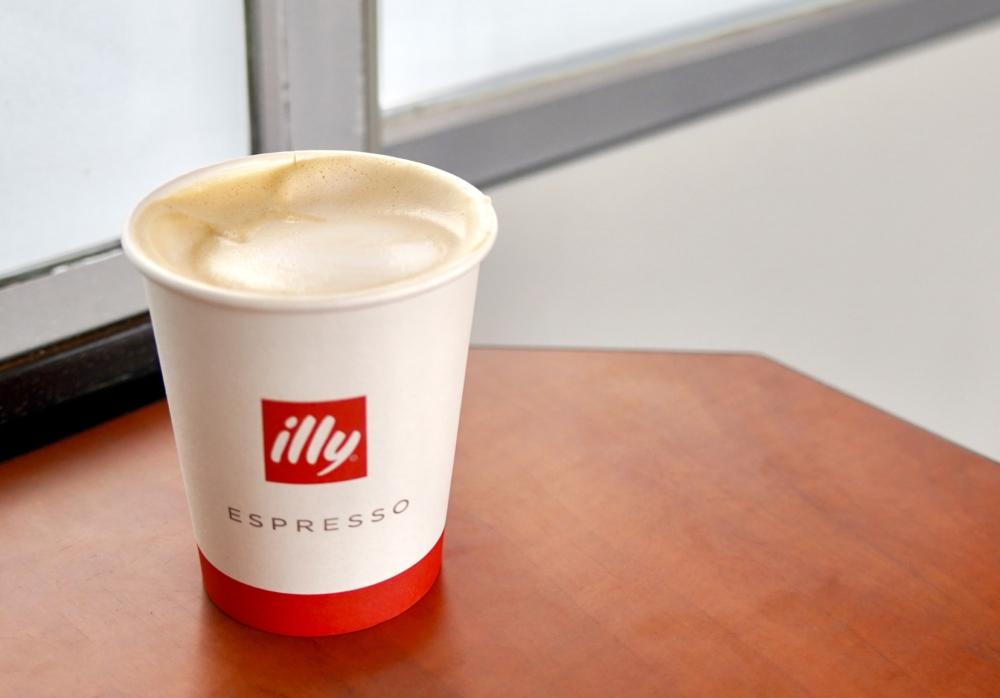レギオジェットビジネスクラスではillyのコーヒーが無料!
