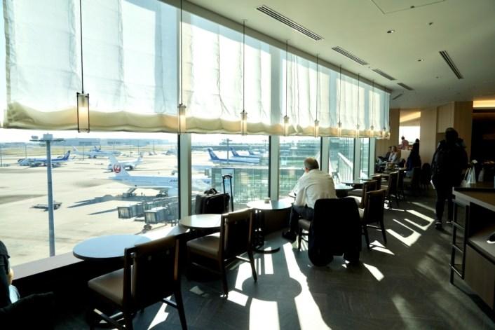 羽田空港国際線ビル・JALサクララウンジスカイビュー ・スカイラウンジ窓側席