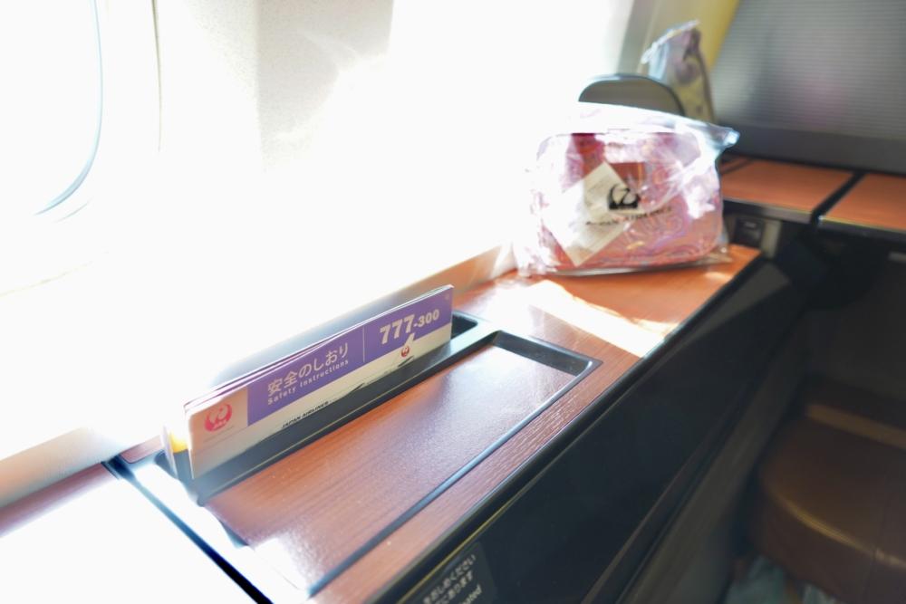 JAL国際線ファーストクラスシート「JAL SUITE」:収納