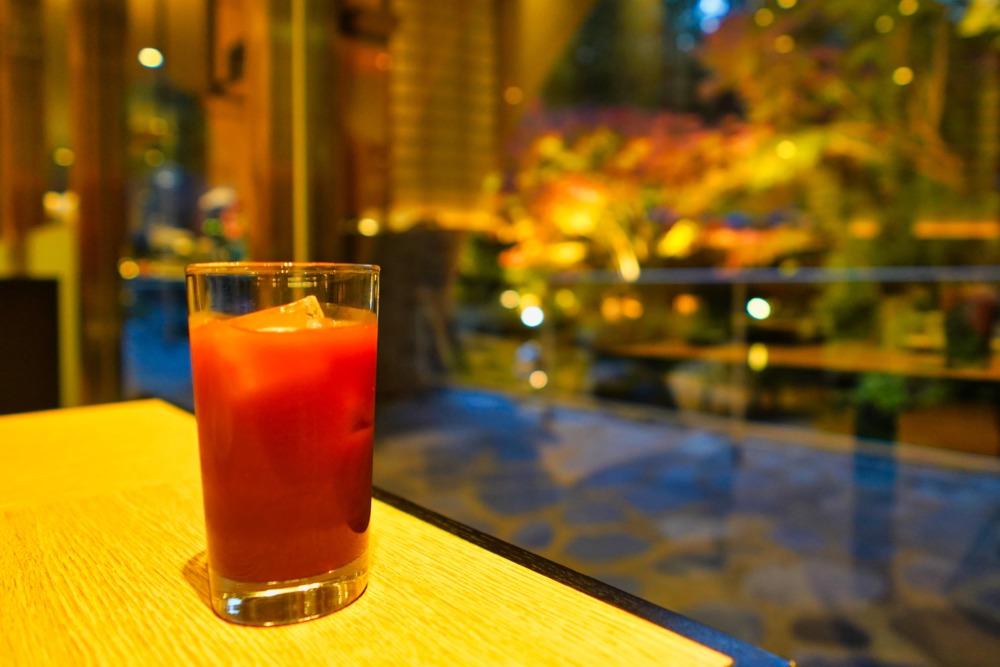 ザ・プリンス京都宝ヶ池クラブラウンジ訪問記〜カクテルタイムに紅葉を眺める