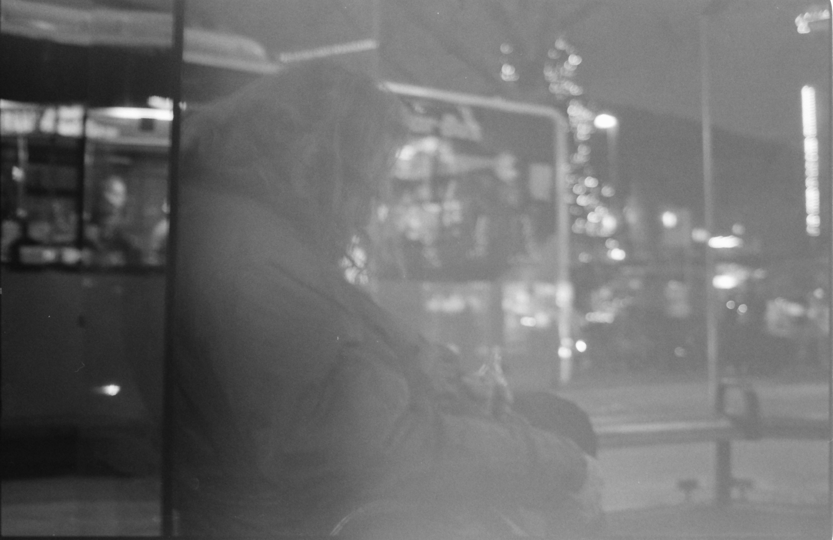 < Reflets > - Film: ilford delta 400 - Nikon F4s - Heidelberg, Germany
