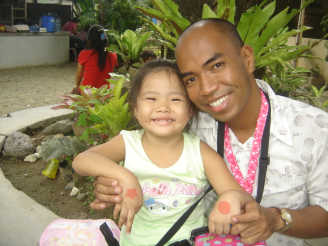 Ananda with Tito Herdy, her biggest fan.