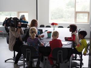 Dagsrevyen gjør opptak med førsteklassinger på Teglverket skole.