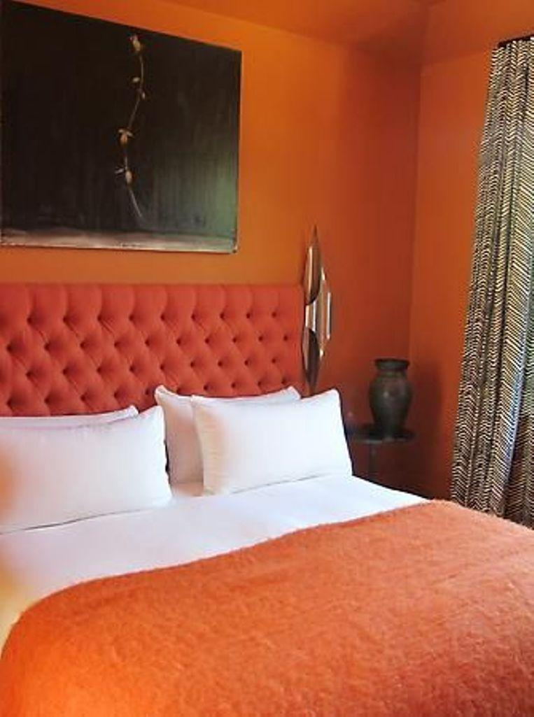 15 Refreshing Orange Bedroom Designs
