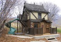 15 Amazing Outdoor Playhouse Ideas - Rilane