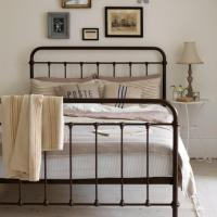 10 Gorgeous Basic Iron Bed Design Ideas For Vintage Charm ...