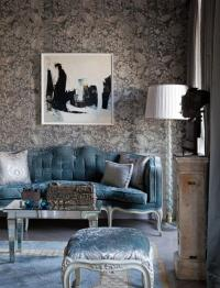 30 Elegant and Chic Living Rooms with Damask Wallpaper ...