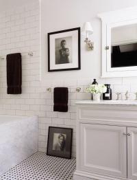 25 Artistic Bathroom Designs with Gallery Wall - Rilane