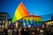 La Brandenburga Pordego ... pro la viktimoj en Orlando