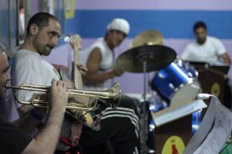 Pablo Toledo (trompeta, composición, arreglos, teclados) Lautaro Merzari (multinstrumentista y productor del proyecto) Jonás (batería)