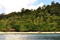 Indonesia memiliki kurang lebih 17.508 pulau dengan garis pantai kurang lebih 81.000 km