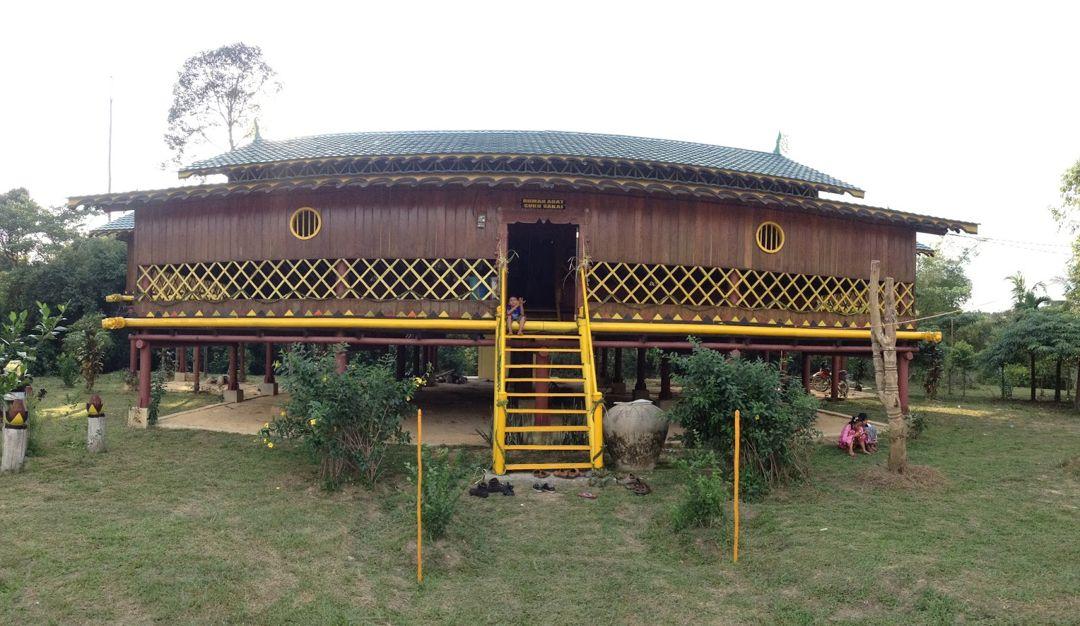 rumah adat suku sakai