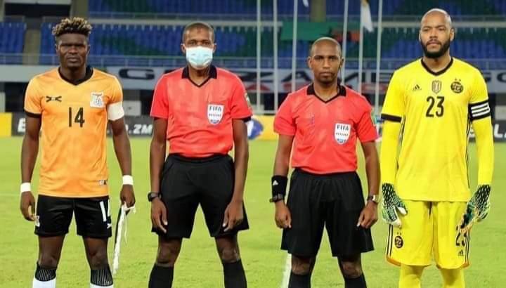 """""""الكاف"""" يوقف حَكم مباراة منتخب الجزائر وزامبيا ثلاثة أشهر"""