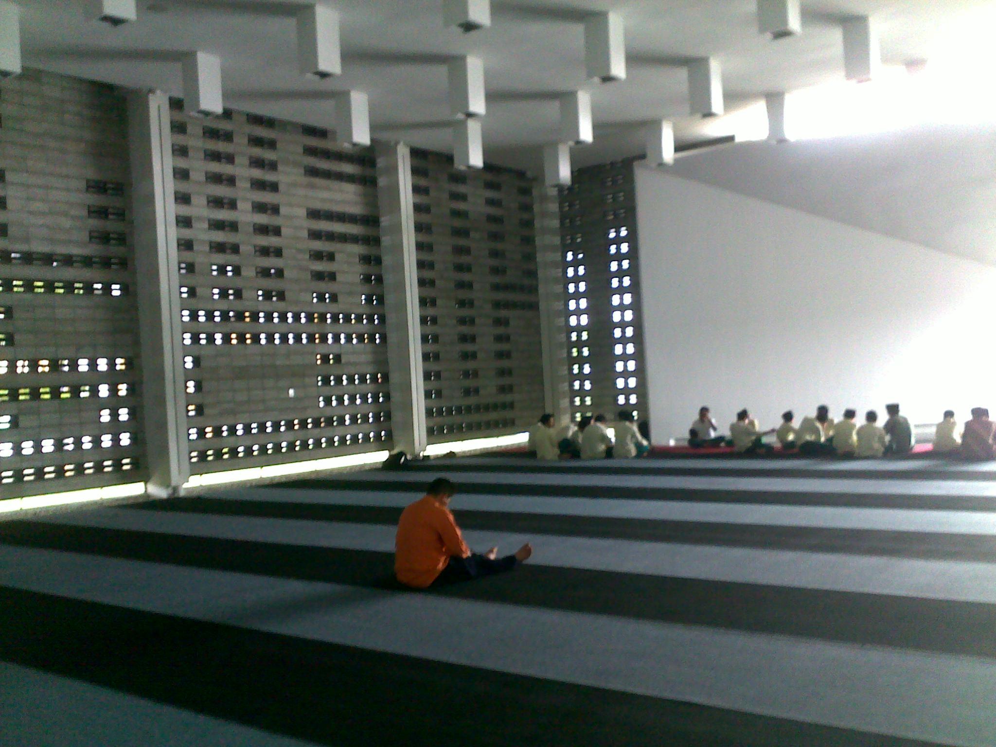 Sejenak di Masjid AlIrsyad Kota Baru Parahyangan  Catatanku