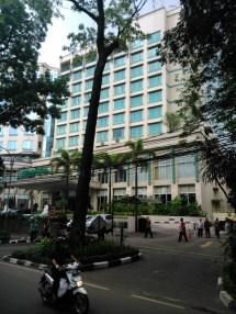Sholat Jumat Di Masjid Al-amanah Hotel Holiday Inn