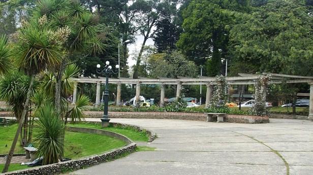 Centro del parque tras el reloj