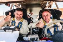 El equipo de Santi Navarro cruza la línea de meta del Merzouga Rally 2017