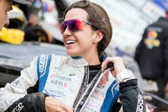 """""""Me parece un sueño llegar hasta la meta después de la odisea vivida esta semana"""", Cristina Gutiérrez exhausta en meta, pero sin perder la sonrisa"""