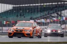 Dominio absoluto de SEAT en las 24 Horas de Silverstone