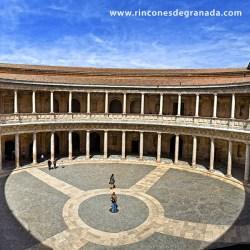 PALACIO DE CARLOS V – PATIO Situado en el recinto de la Alhambra y el Generalife