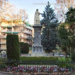 MONUMENTO A  MARIANA PINEDA Se sitúa en el centro de la Plaza Mariana Pineda