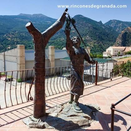 - ESCULTURA - MONUMENTO A LA CERECERA