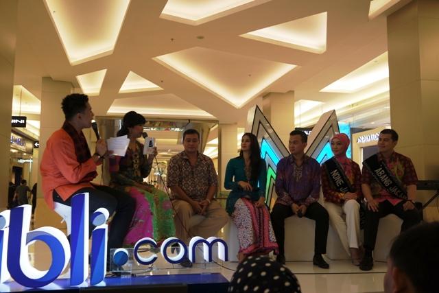 dari kiri ke kanan : abang dan mpok MC - Bang Cucu - Mpok Mod - Bang Nana - Non Vina - Bang Zul