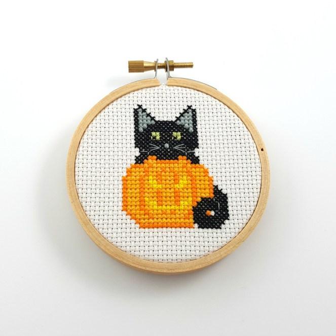 Jack-o'-lantern and black cat cross stitch pdf pattern