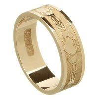Claddagh Yellow Gold Wedding Band