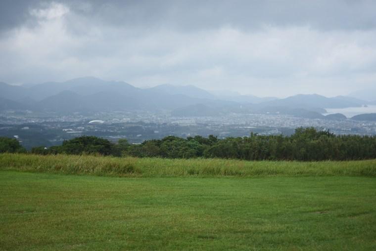 鬼岳から福江の市街地を望む
