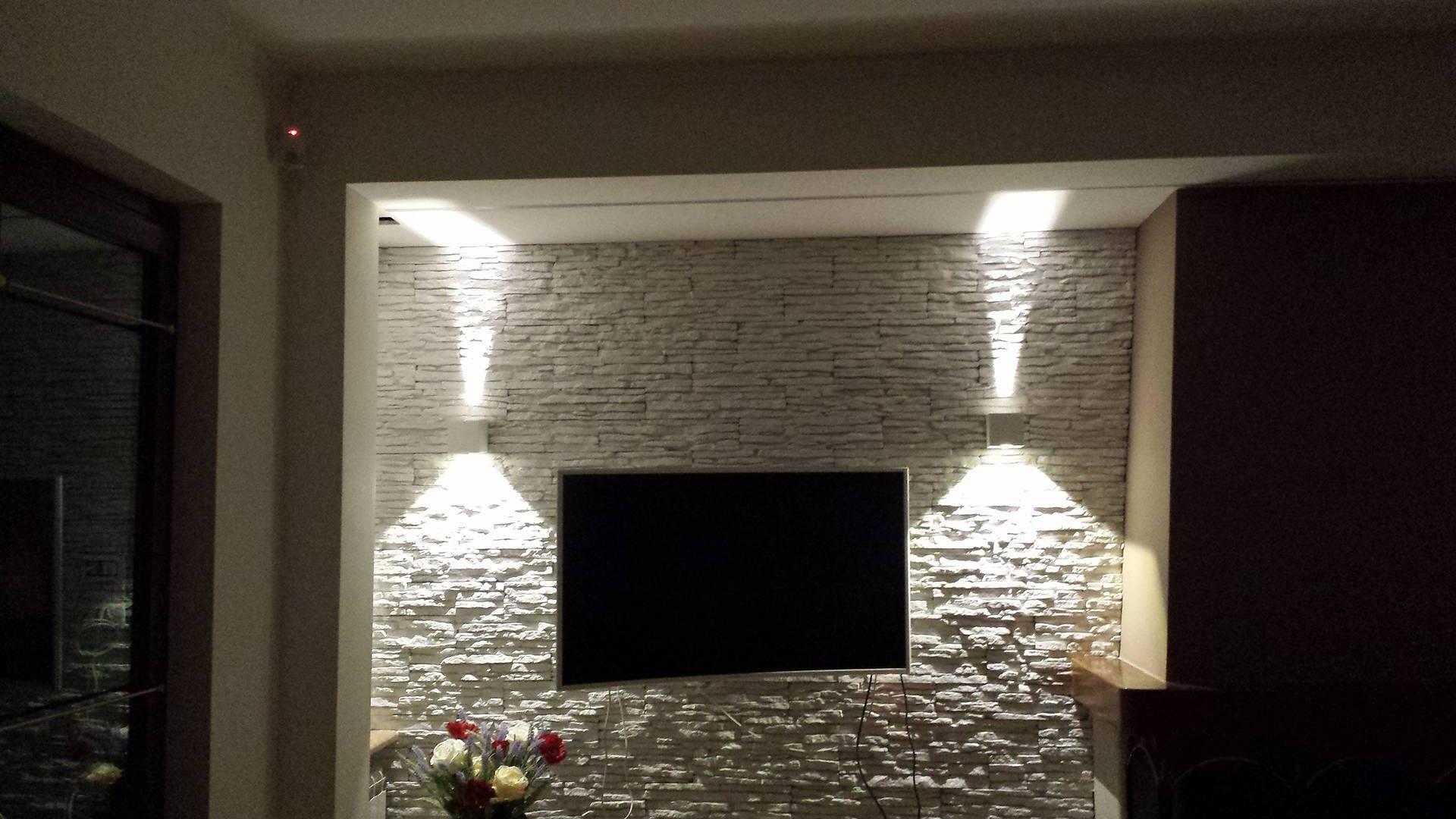 Questo materiale naturale si presta al rivestimento delle pareti e può essere scelto in diversi colori e tagli. Il Soggiorno Rinnovare Con La Pietra