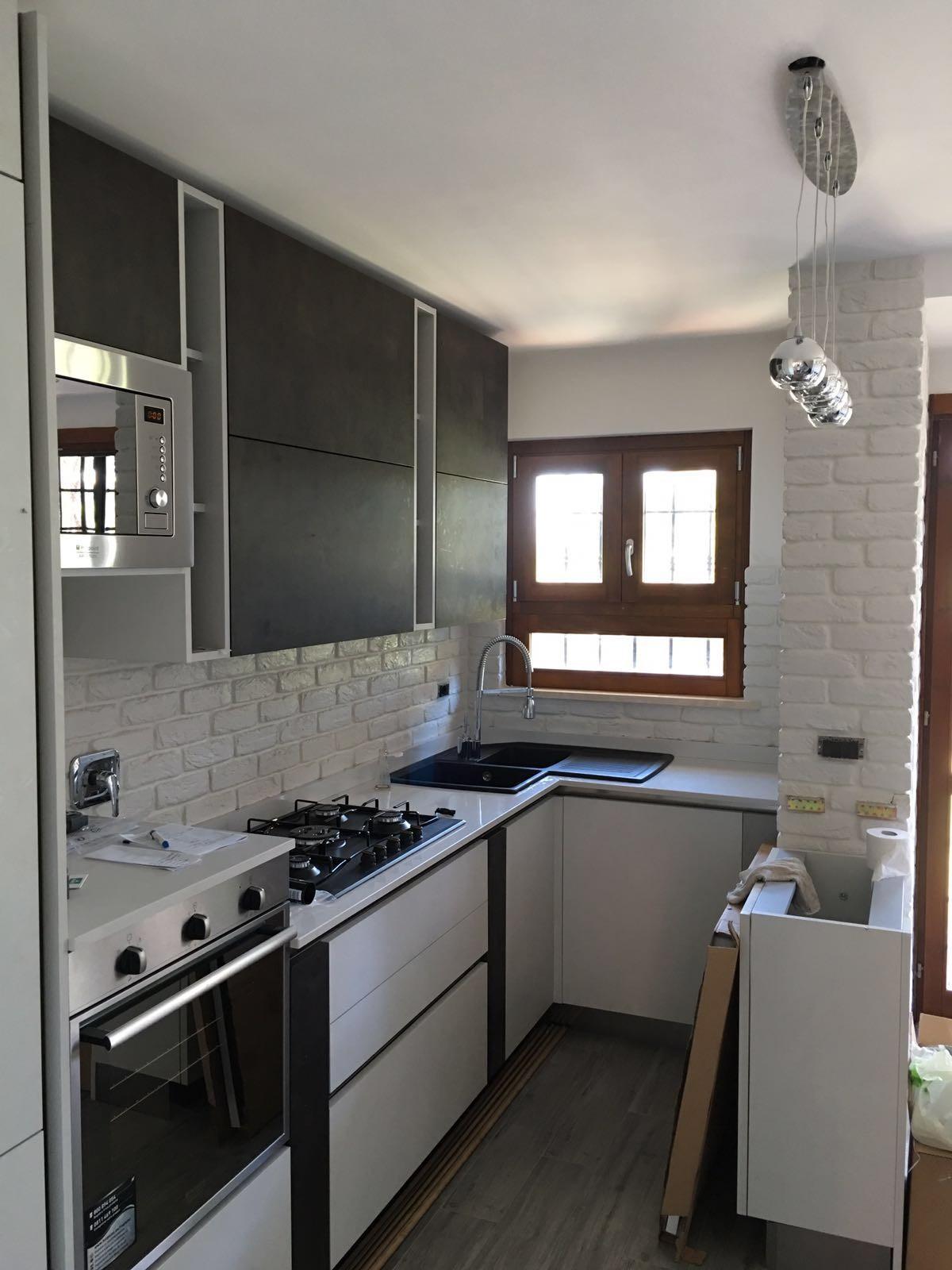La cucina e la pietra ricostruita  rinnovare con la pietra