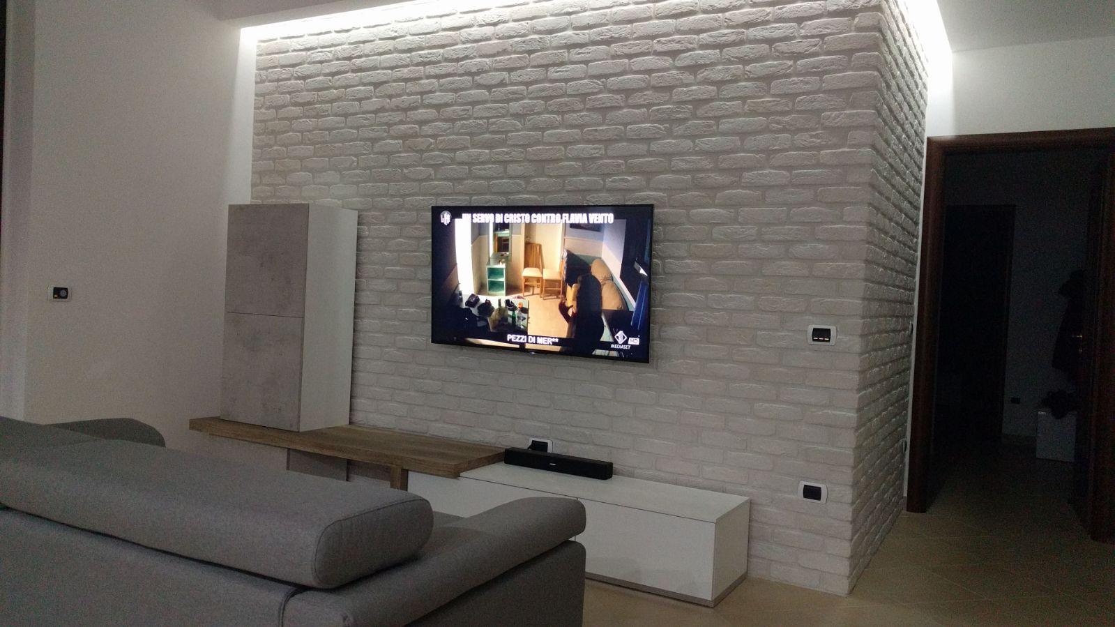 Rivestire una parete in soggiorno dietro la tv  rinnovare