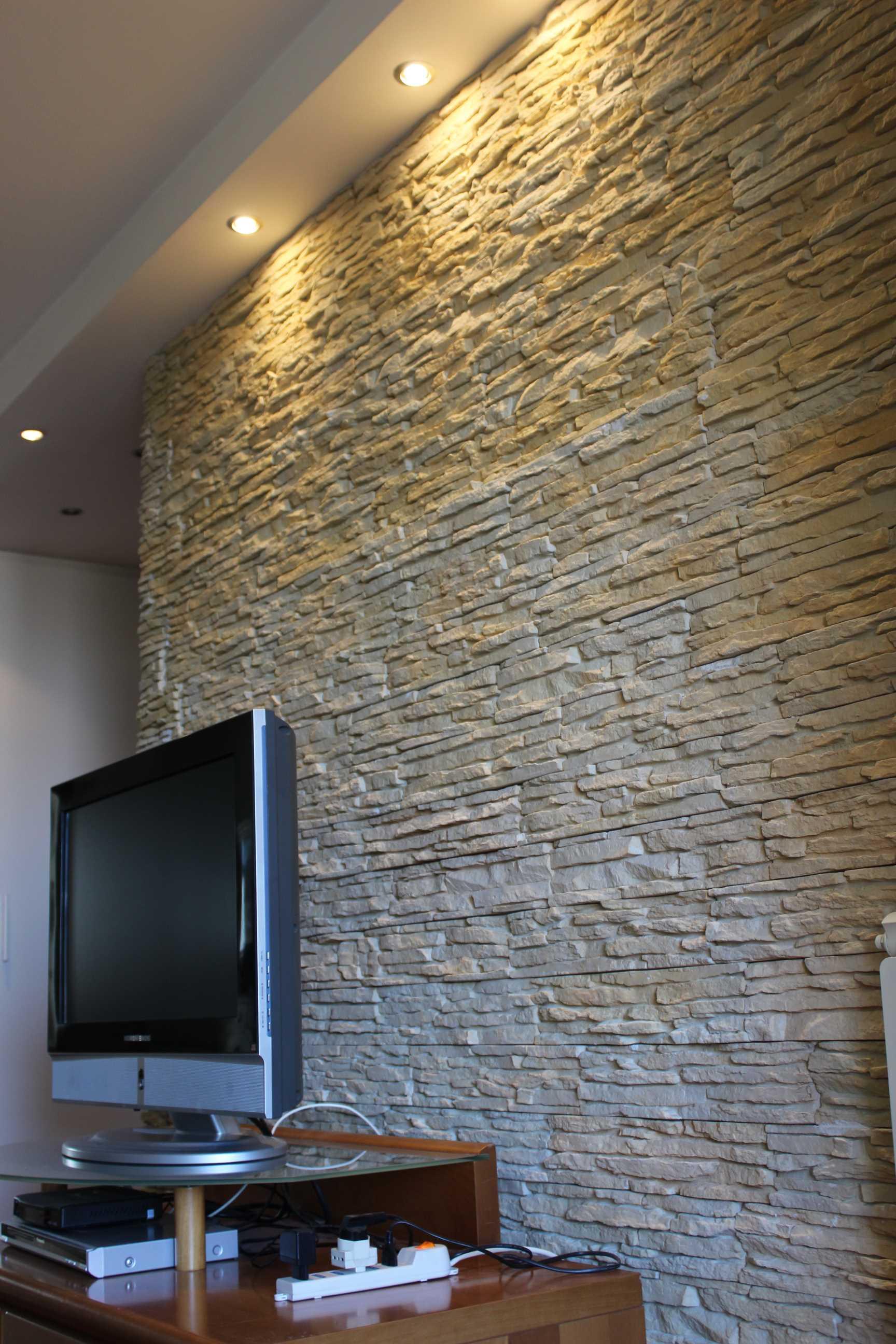 decorare pareti interne in pietra le pareti interne in pietra renderanno i vari ambienti di casa più suggestivi e unici. Rivestire Una Parete In Soggiorno Dietro La Tv Rinnovare Con La Pietra
