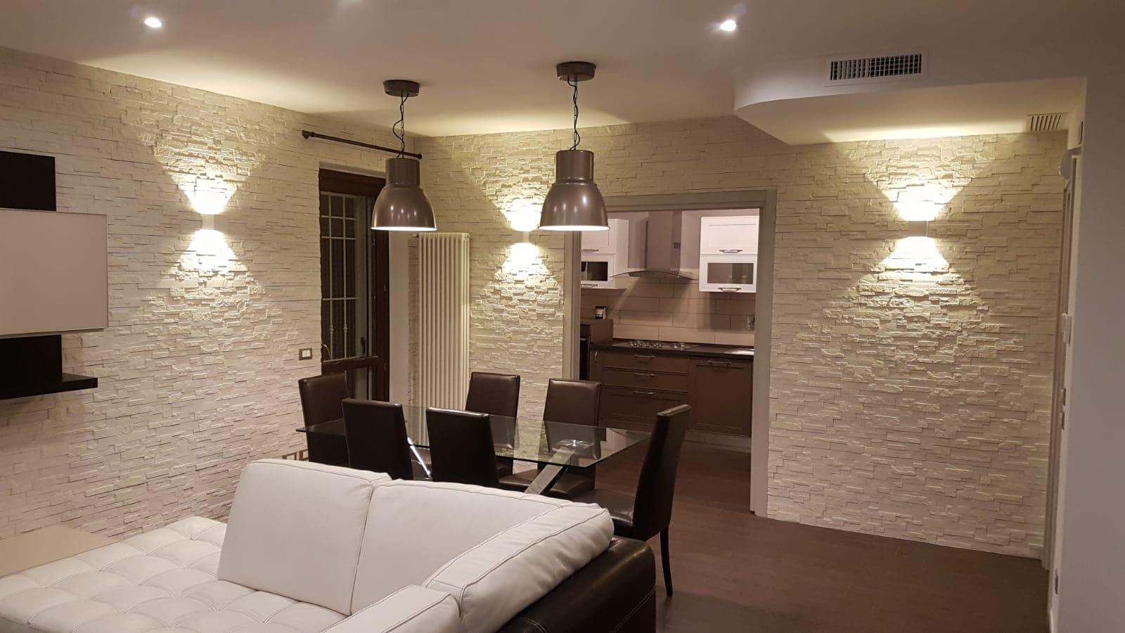 Pareti in pietra trasformano il risultato dell'interior design di un soggiorno zona living arricchita dalle forme irregolari ambienti raffinati e unici. Il Soggiorno Rinnovare Con La Pietra