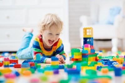 創造力を育もう!楽しく遊べる年齢別おすすめブロックおもちゃ10選