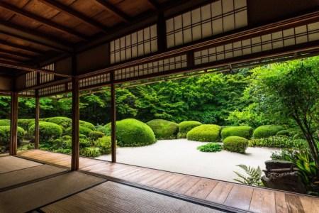 今さら聞けない!日本人と深くかかわっている仏教とは?仏教の目的や日本の宗派について解説