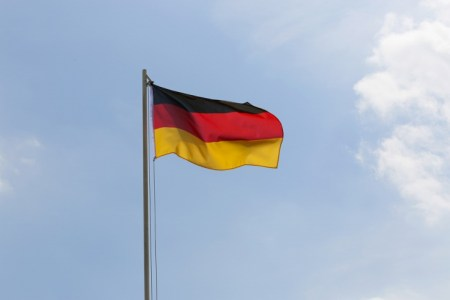 意外と知らない?ドイツ国旗の意味【過去の国旗もまじえて】
