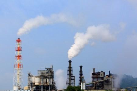 経済成長の影の部分である公害と日本を揺るがした四大公害病について解説