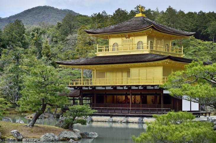 足利義満が建てた「金閣寺」ー歴史や北山文化の特徴についてわかりやすく解説 - Rinto~凛と~