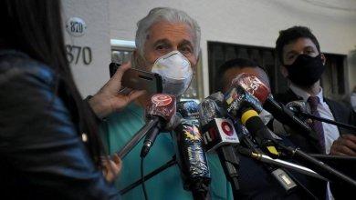 Photo of A Mauricio Macri le extirparon un tumor benigno del intestino y seguirá internado
