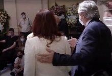 Photo of Luego de dos meses sin verse ni hablar, Alberto y Cristina se reencontraron en el velatorio de Maradona